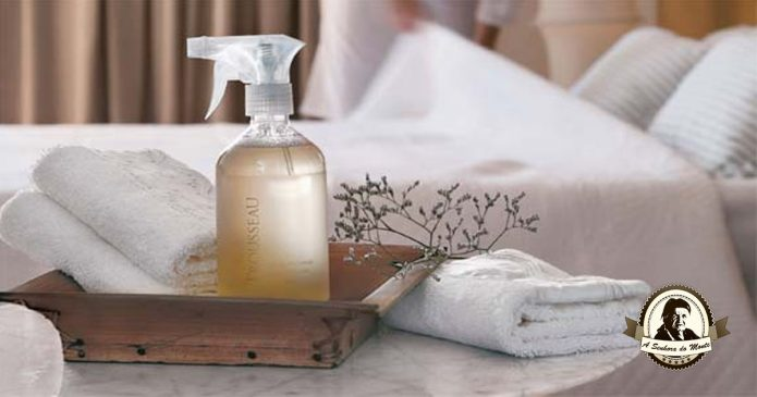 Água com essências de flores para perfumar a sua casa