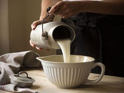 Como fazer tinta com leite
