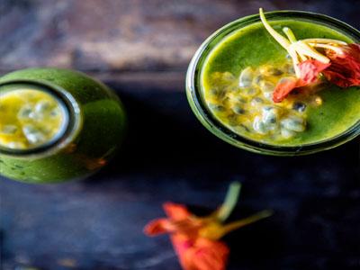 Sumos naturais saudáveis - sumo de espinafres com gengibre
