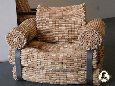 Sofá feito com rolhas de cortiça