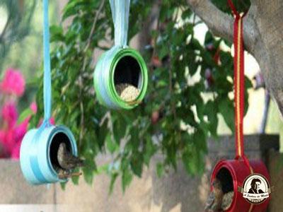 Artigos para animais feitos com latas de conserva