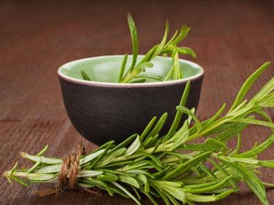 O chá de alecrim é um poderoso antibiótico natural