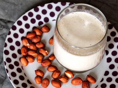 Como fazer leite de amendoim