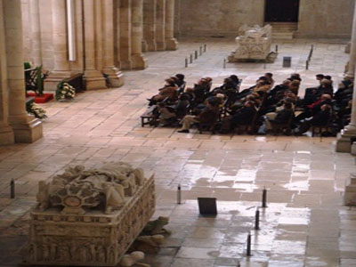 Túmulos de D. pedro e D. Inês de Castro - virados um para o outro
