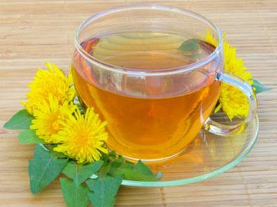 Perca peso e desintoxique o organismo com chá de dente de leão
