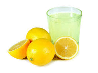 Sumo de limão para recuperar a voz