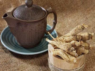 Chá de raíz de ginseng combate constipações