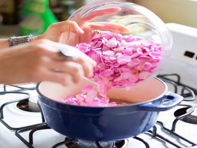 Preparação de compota de pétalas de rosas