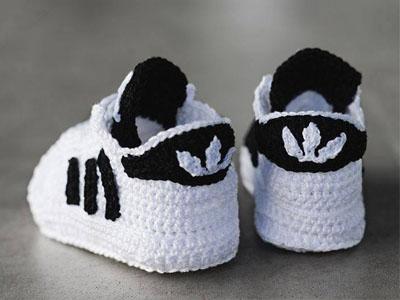 Sapatos feitos em tricot