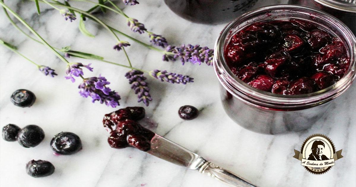 Aprenda a fazer uma compota caseira de mirtilos e alfazema