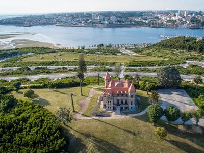 Conhece estes edifícios abandonados em Portugal?