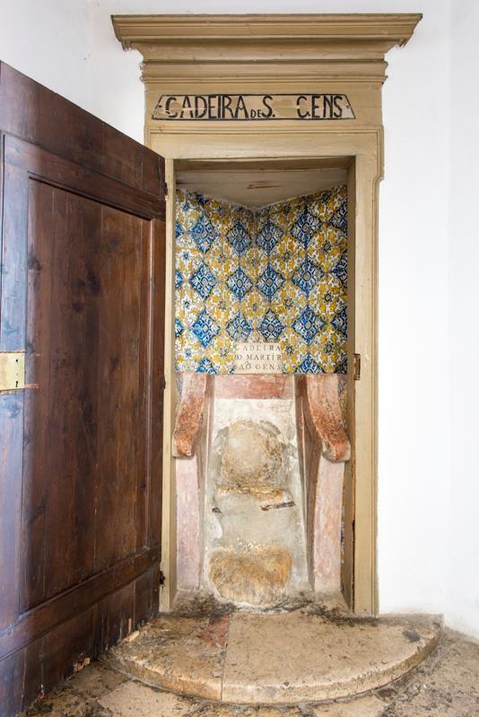 Conheça a cadeira onde há séculos se sentam grávidas do país inteiro!