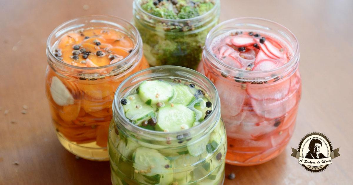 Receita de picles caseiros de cenoura, pepino, rabanete e bróculos