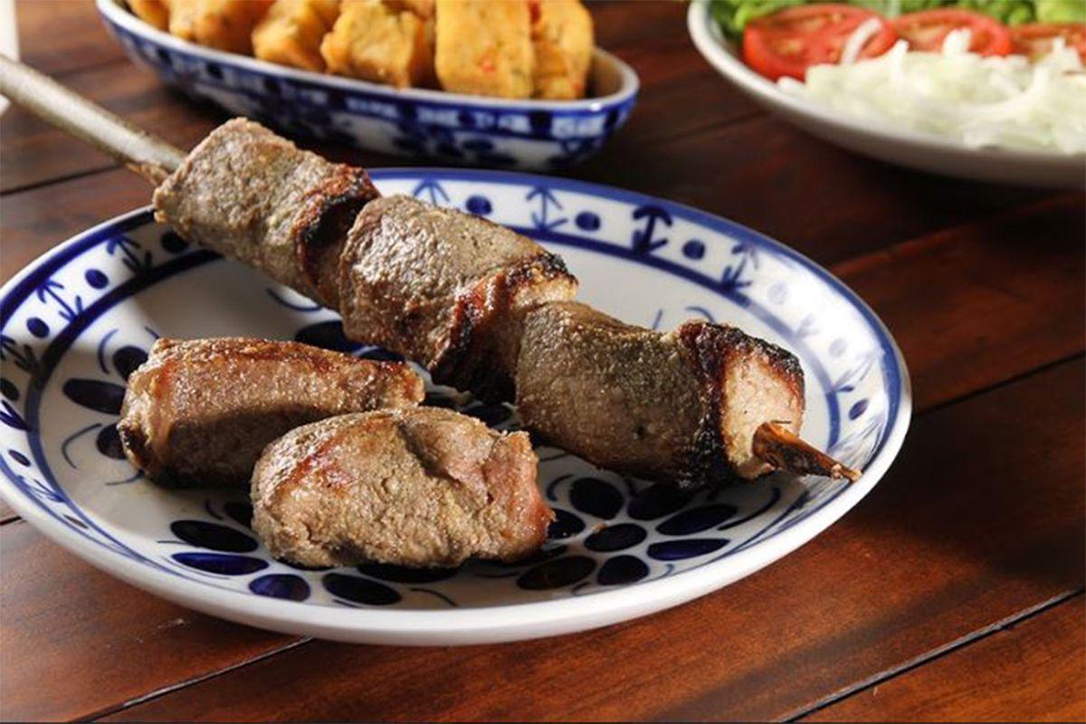 Conheça a história e a receita das espetadas madeirenses!