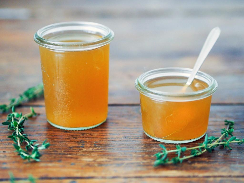 Acabe com a tosse com xarope caseiro de tomilho e mel