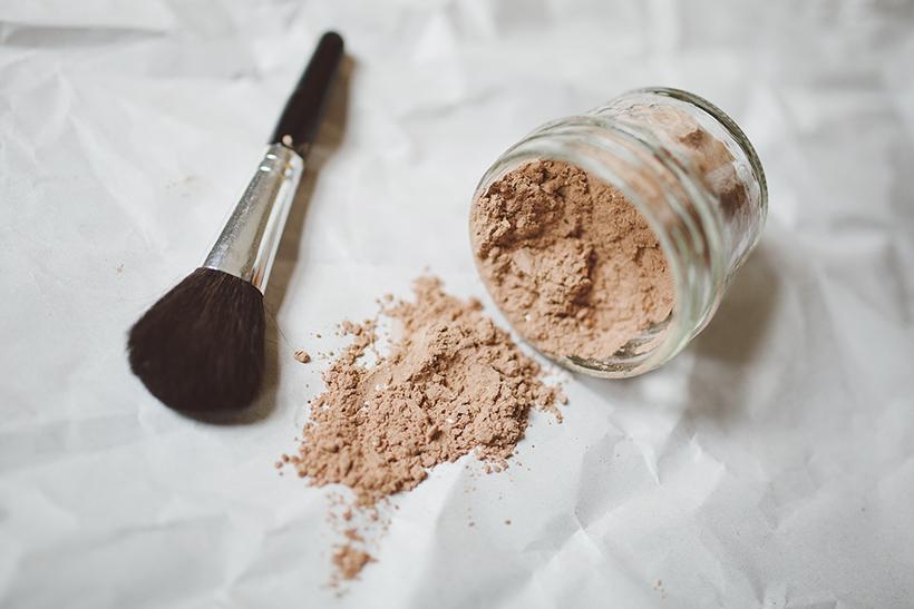 Como fazer e usar champô seco caseiro