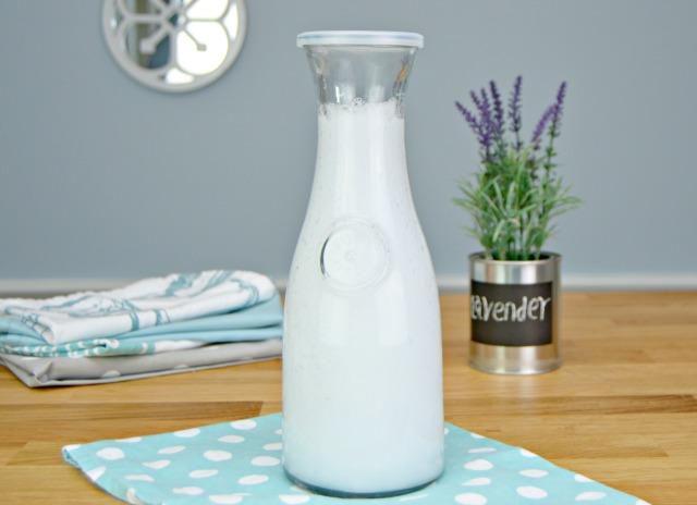 Aprenda a fazer detergente líquido e natural para lavar roupa!
