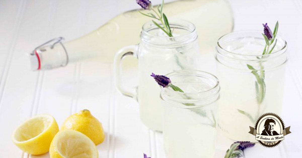 Já experimentou limonada de alfazema? Uma bebida refrescante!