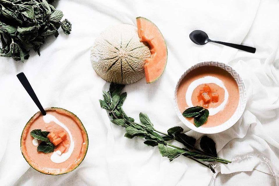 Receita de sopa de meloa cantaloupe para os dias quentes