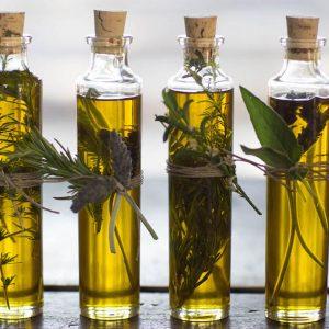 Aprenda a fazer azeite aromatizado com ervas aromáticas!