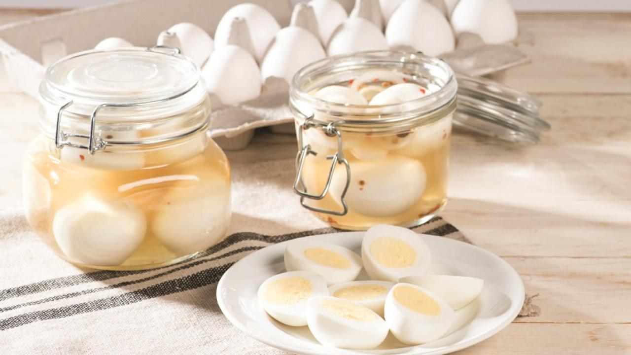 Sabia que pode fazer picles caseiros de ovos cozidos?