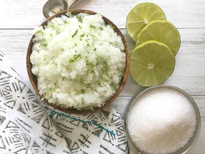 Aprenda a fazer esfoliante refrescante de sal marinho e lima