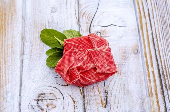 Embalagens feitas com tecido e cera de abelha para substituir os plásticos