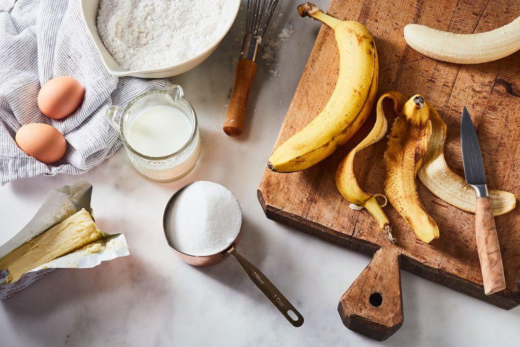 Aprenda a fazer um bolo delicioso de cascas de banana