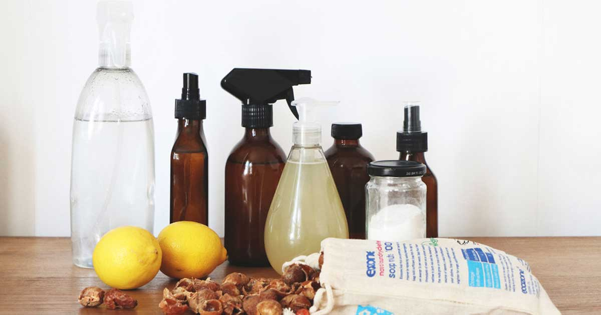Receitas de produtos naturais para a limpeza da casa de banho