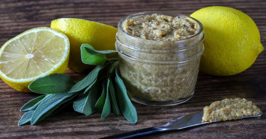 Mostarda feita com folhas de sálvia, limão e vinho branco