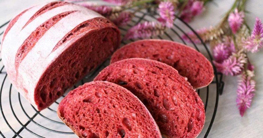 Receita original e saudável de pão feito com beterraba