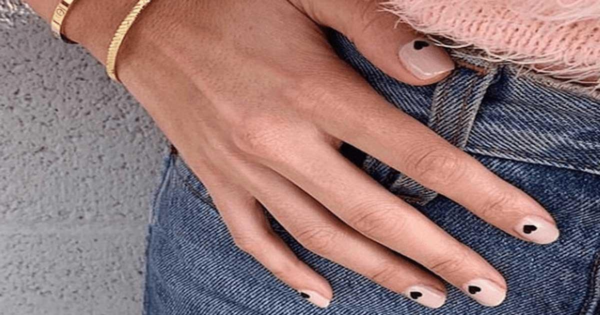 Aprende a retirar o gelinho das unhas em casa facilmente
