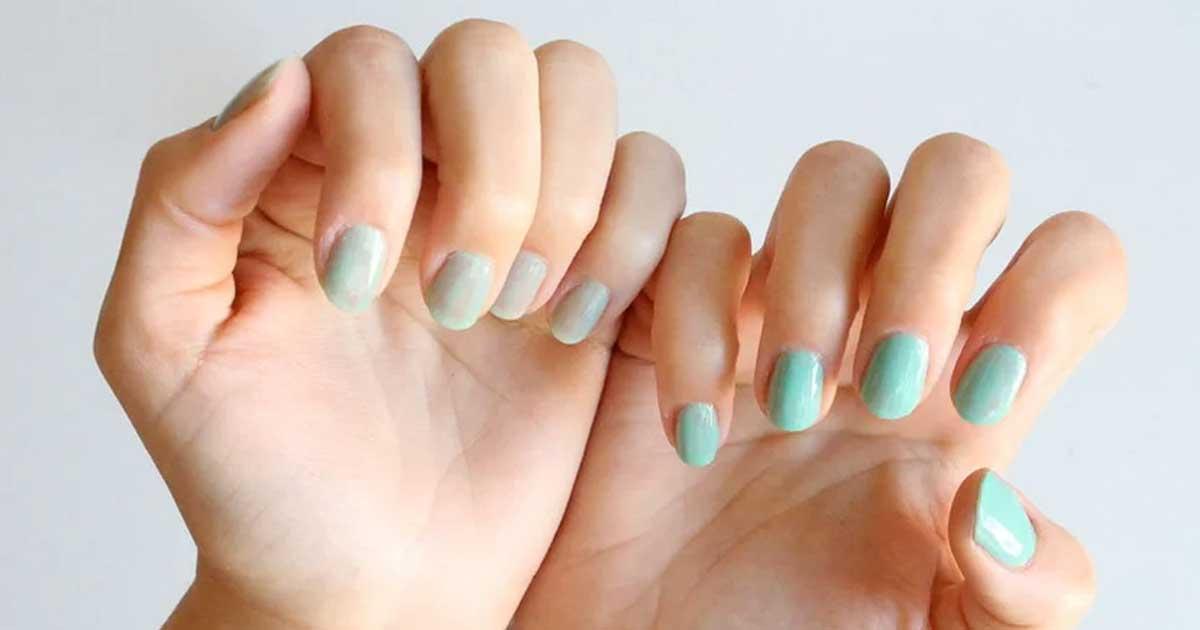Aprende como retirar o verniz das unhas sem acetona!