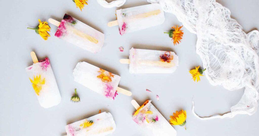 Receita de gelado natural de limão com flores comestíveis