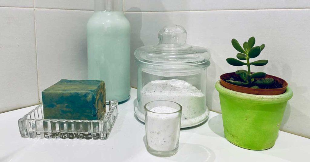 Aprenda a fazer detergente para a máquina com sabão azul e branco