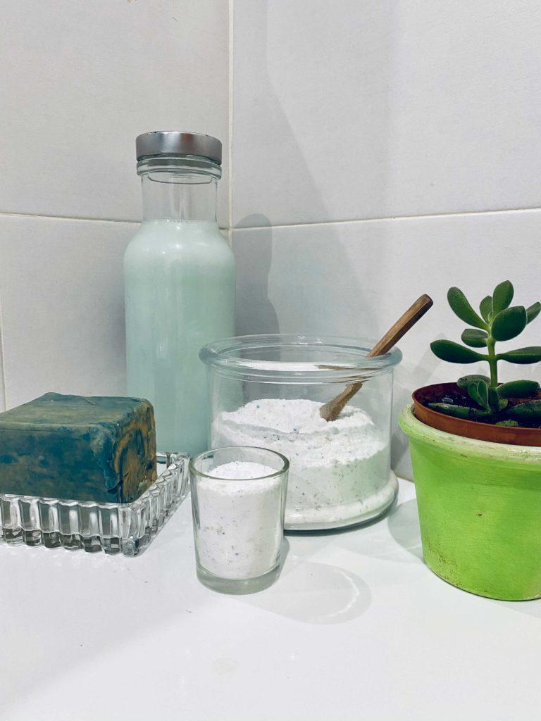 Aprenda a fazer detergente em pó feito com sabão azul e branco