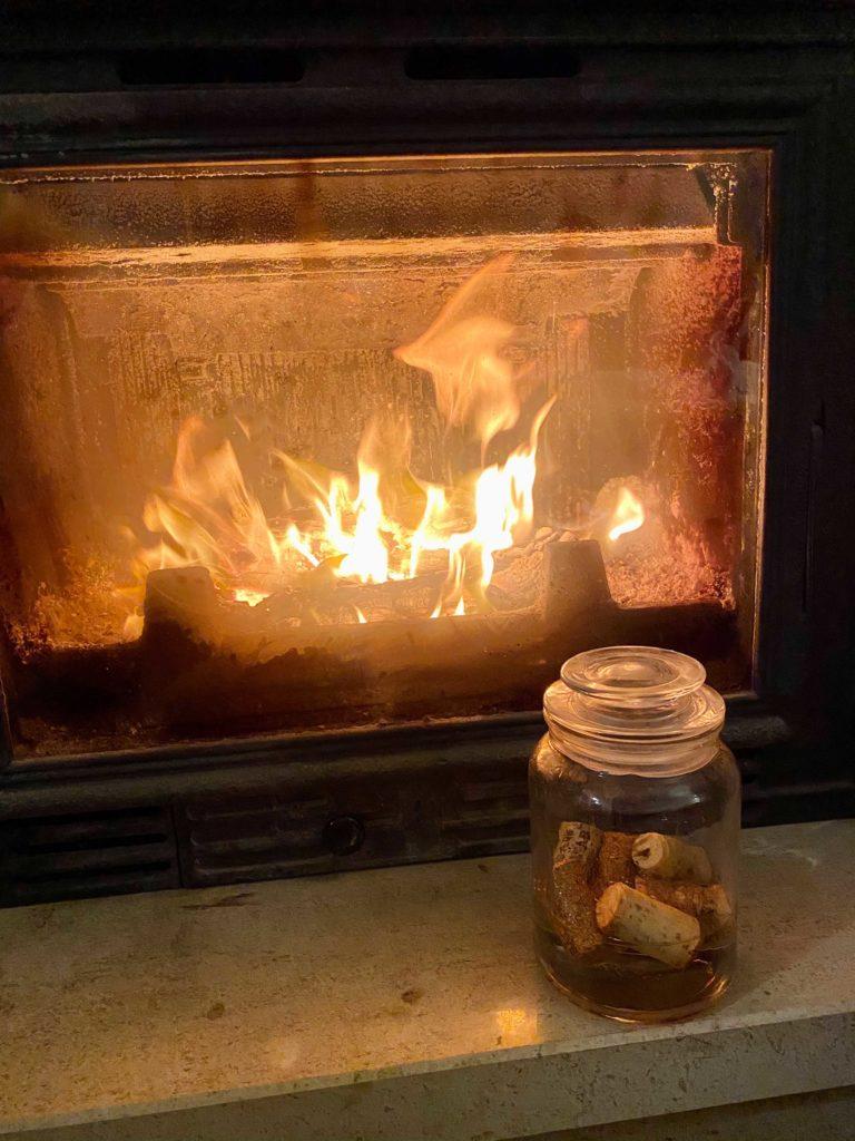 Com a chegada do Inverno e a maior utilização das lareiras / recuperadores de calor também chega a altura de comprar acendalhas!