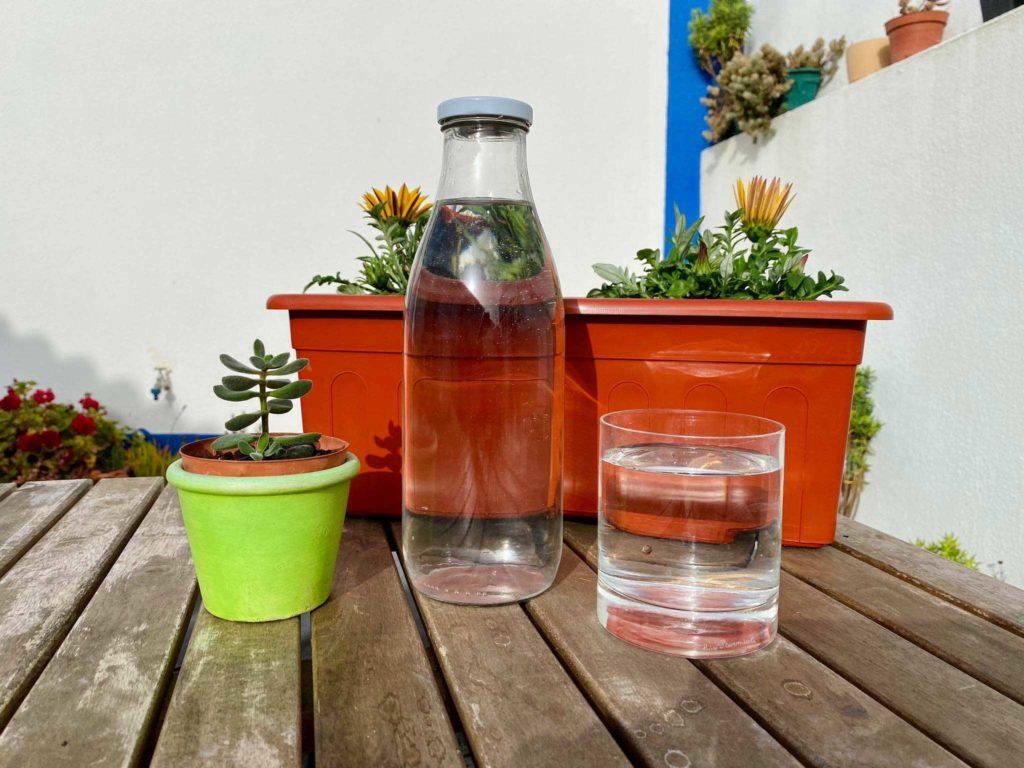 Aprenda a fazer e quais os benefícios da água solar