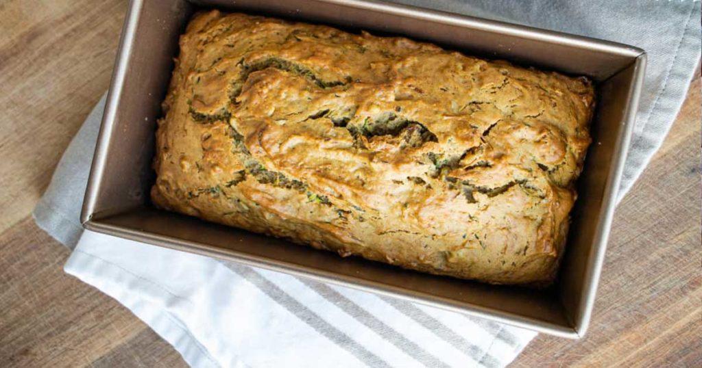 Aprenda a fazer um delicioso pão de curgete com nozes